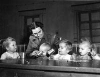 Greta Fischer mit Kindern
